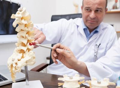 Quando procurar um neurocirurgião especialista em coluna?