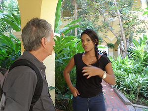 Letra Caribe student talks to a local woman in Cartagena.