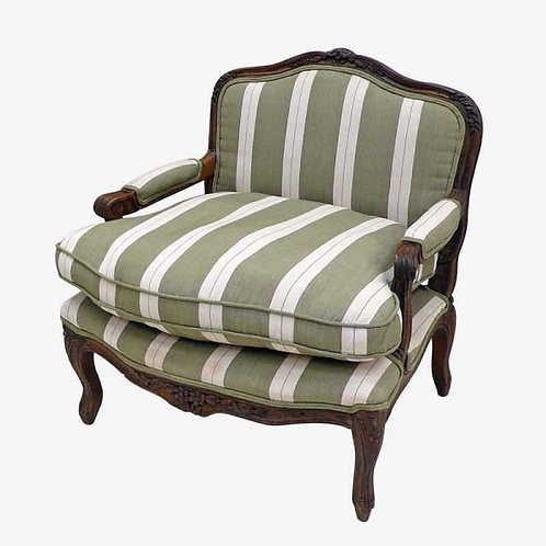 Butaca francesa ancha y baja de madera oscura o clara tapizada
