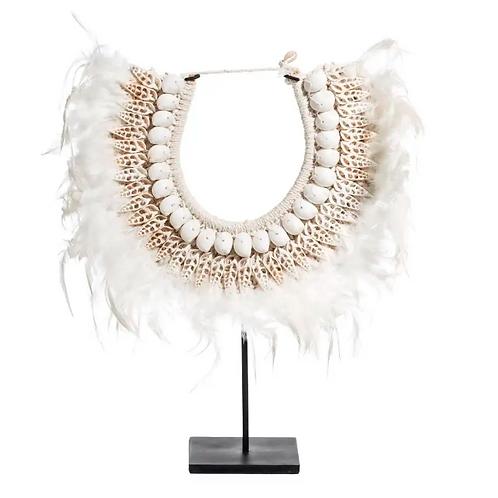 Collar blanco de plumas