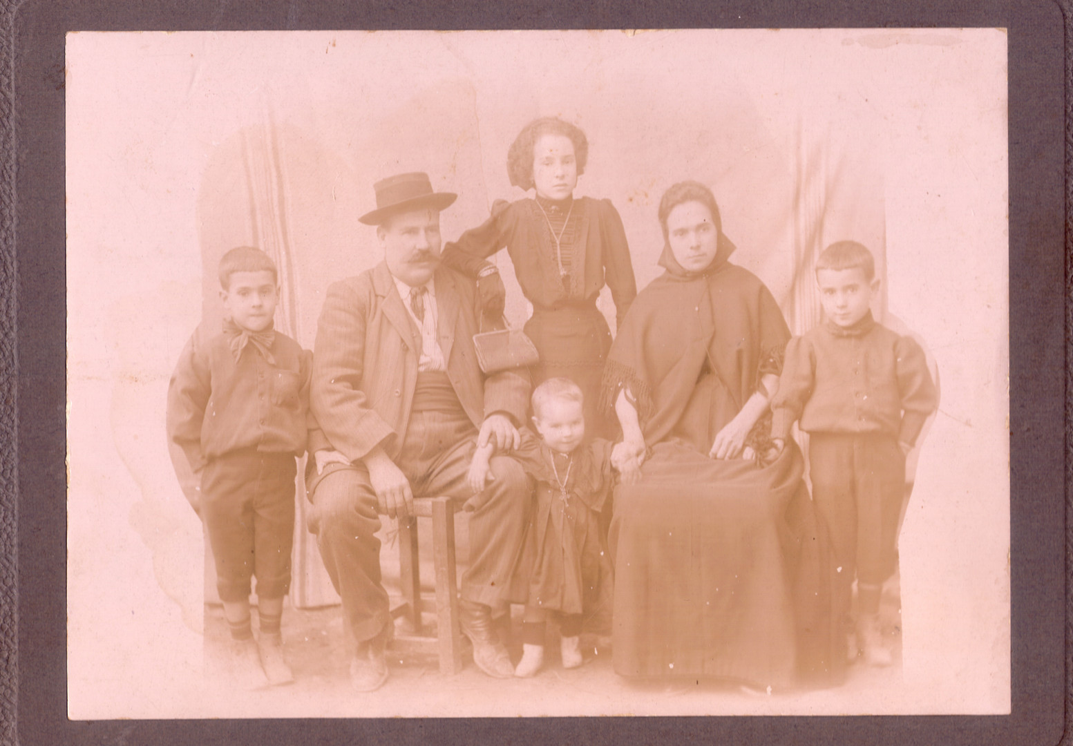 """In the family photograph, the adult seated is the captain of the """"San Miguel"""", Jaume Antic Cavallot."""
