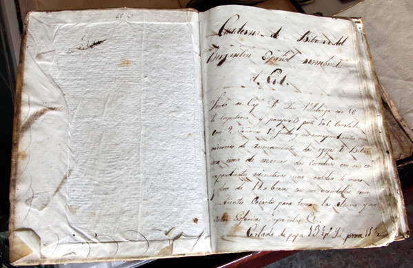 """First page of a 19th century logbook from the brig """"El Cid"""" (Manuel Rives  Blanco Collection. Photo by Sebastià Vidal)."""