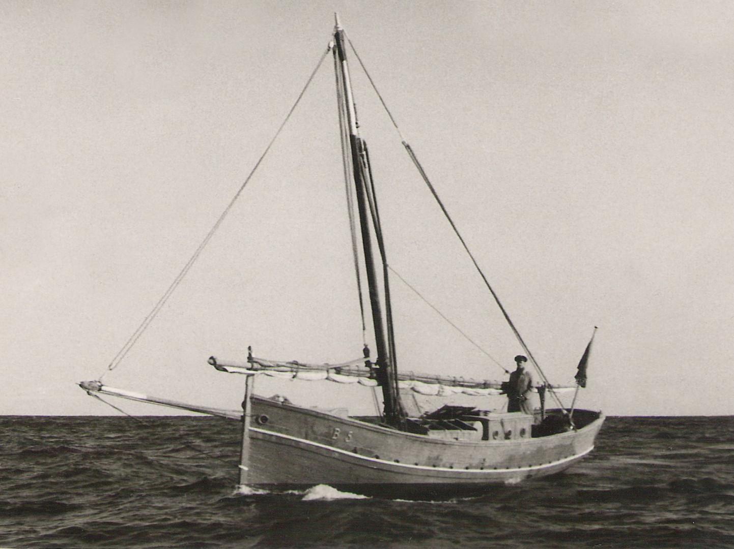 Llaüt escampavies, 1917. Gentilesa de Jesús M. Medel Soteras.  De: