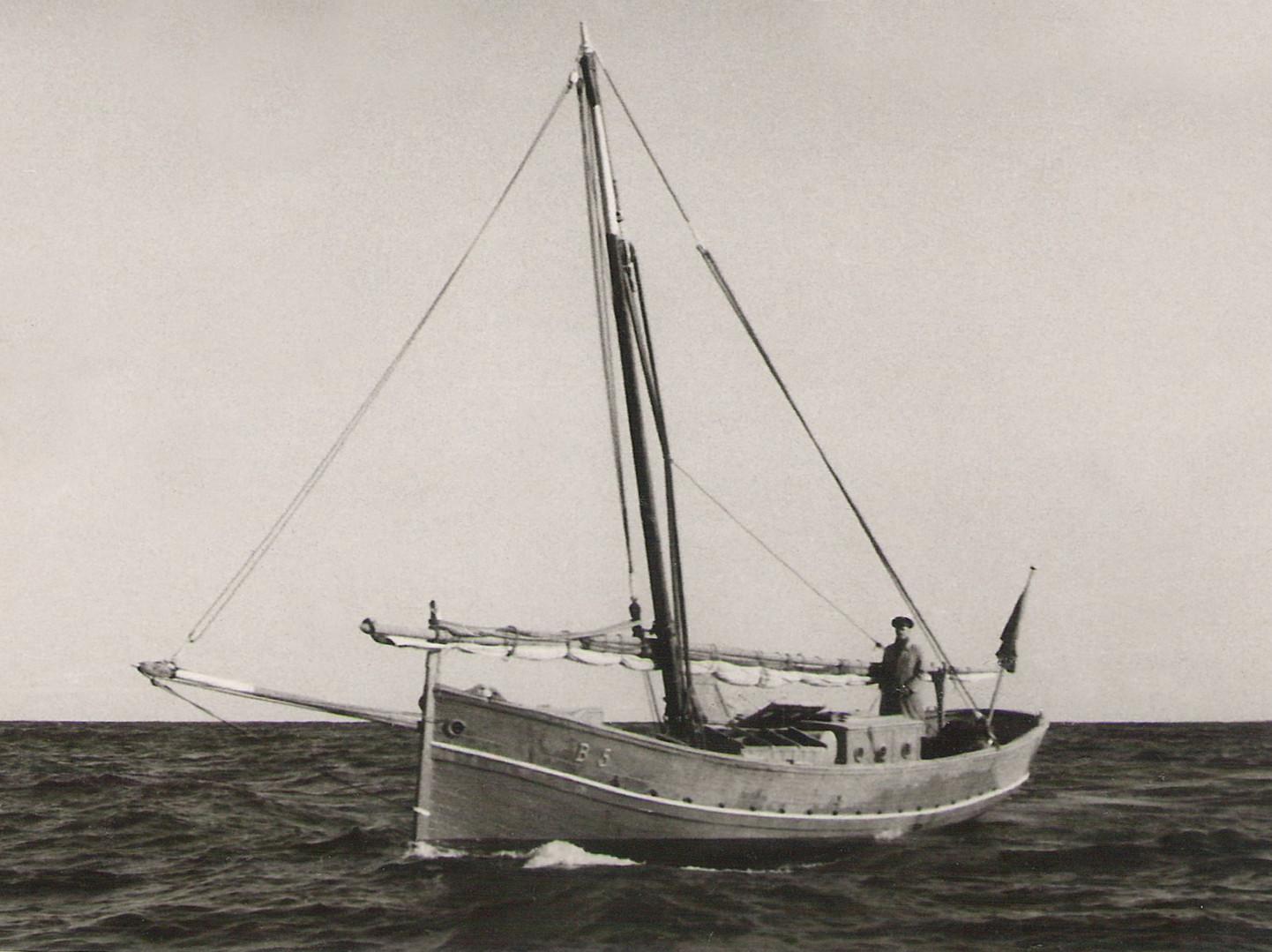 Coastguard llaüt, 1917. Courtesy of Jesús M. Medel Soteras.  From: