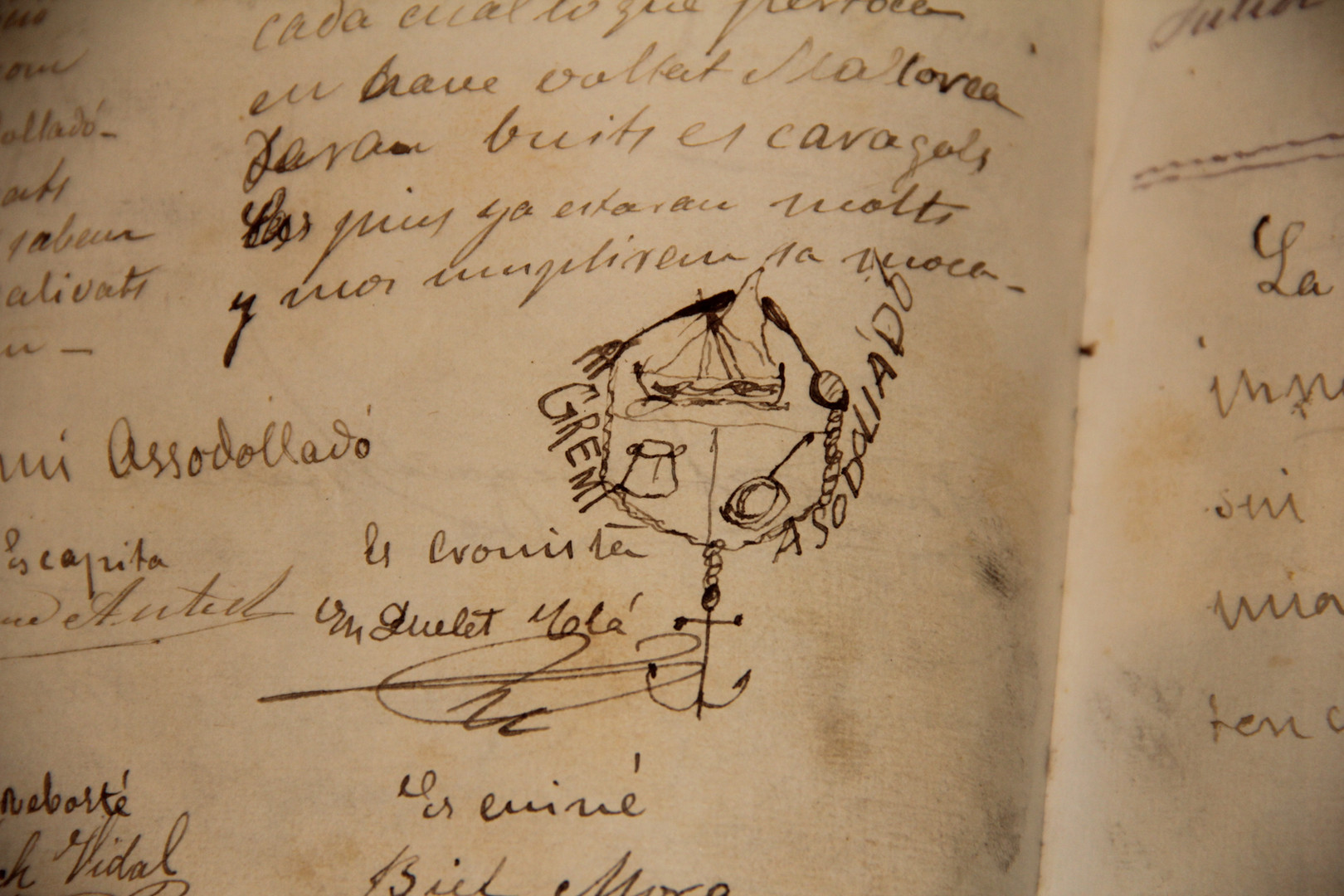 """Glosa by Llorenç Bonet and signatures of the rest of the expeditioners on the """"San Miguel"""" in the Caves of Artà visitors' book (courtesy of the Caves of Artà)."""