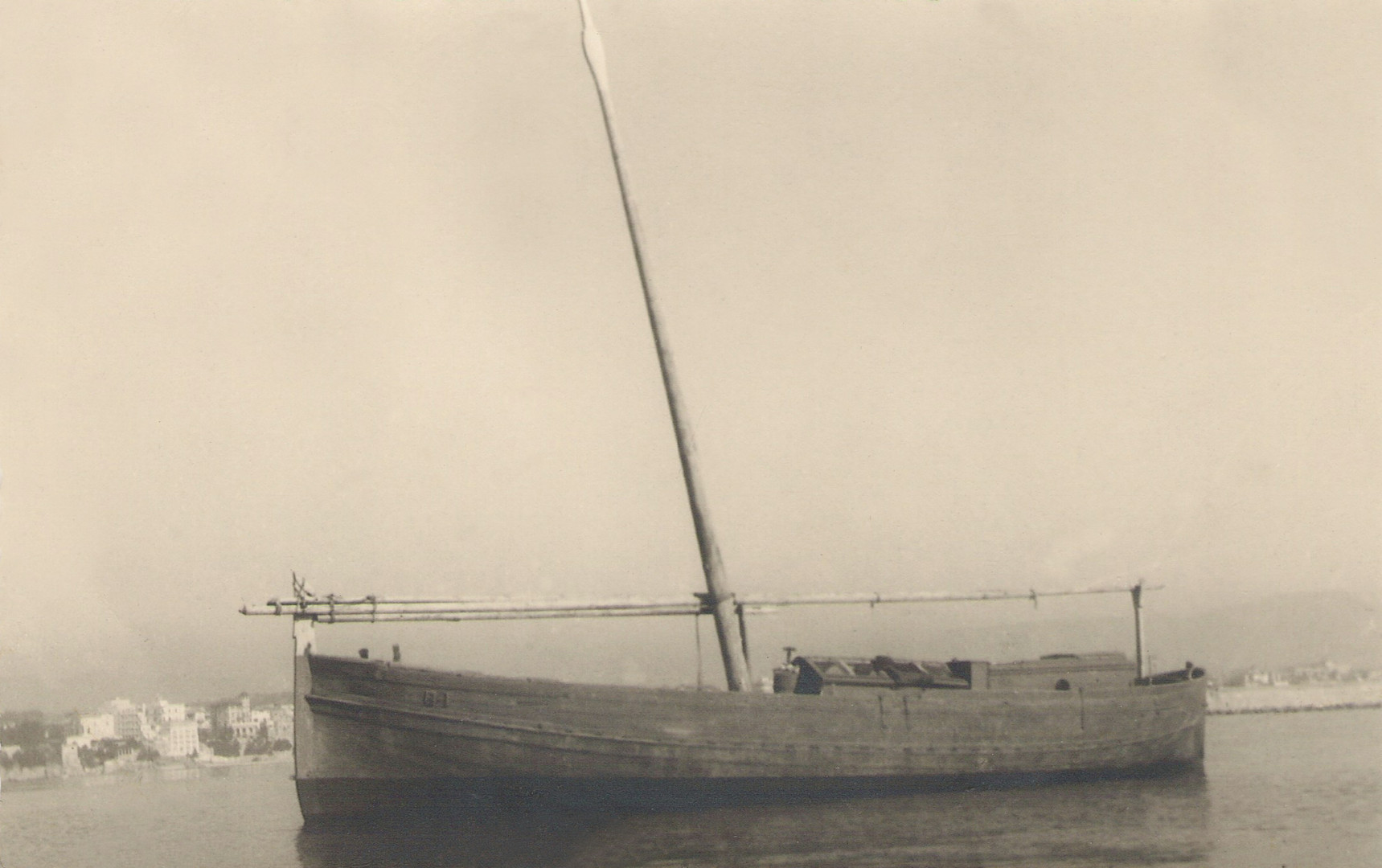 Coastguard llaüt, 1915. Courtesy of Jesús M. Medel Soteras.