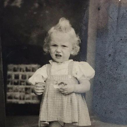 תמונת ילדות של חנה יובל