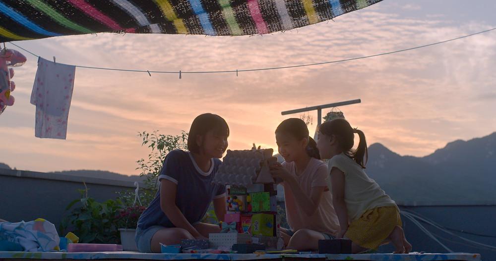 Kim Na Yeon, Kim Si Ah and Joo Ye Rim in Yoon Ga Eun's The House of Us