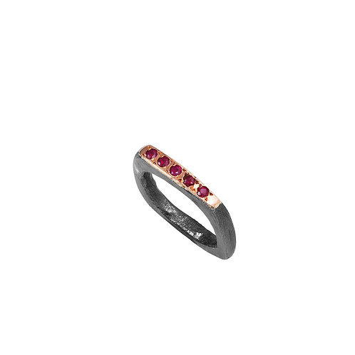 ring wabi cuadrado rubies