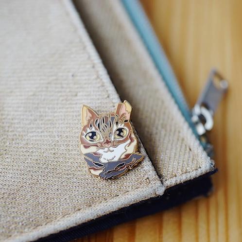 Stickerrific   Pins   Chewie Face (Brown Cat)