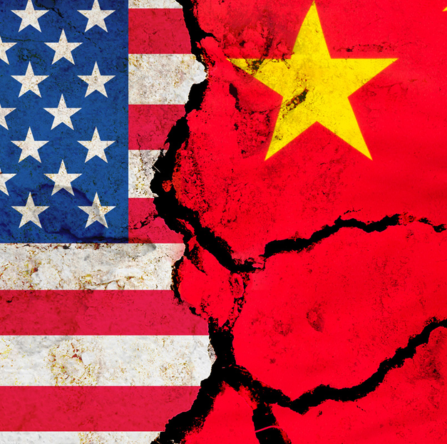 Relacje polsko-chińskie a wojna handlowa Chin ze Stanami Zjednoczonymi, czyli między młotem a kowadłem