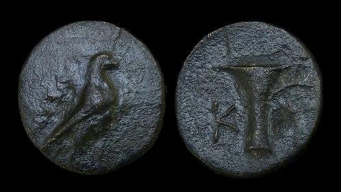 AEOLIS, Kyme . Circa 350-250 BC . AE18 . Eagle/One-handed jug