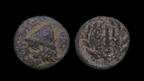 TROAS, Birytis . 350-250 BC . AE12 . Kabeiros / Club