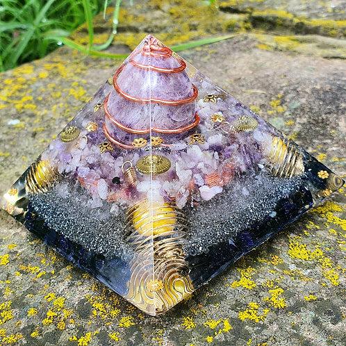 AMETIST Egg Pyramid Orgone ( SOLD )