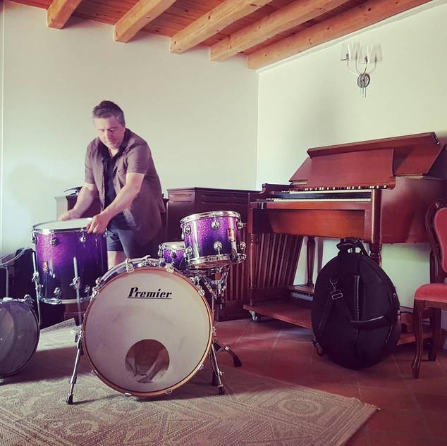 Studio: Stéphane Reynaud à la batterie