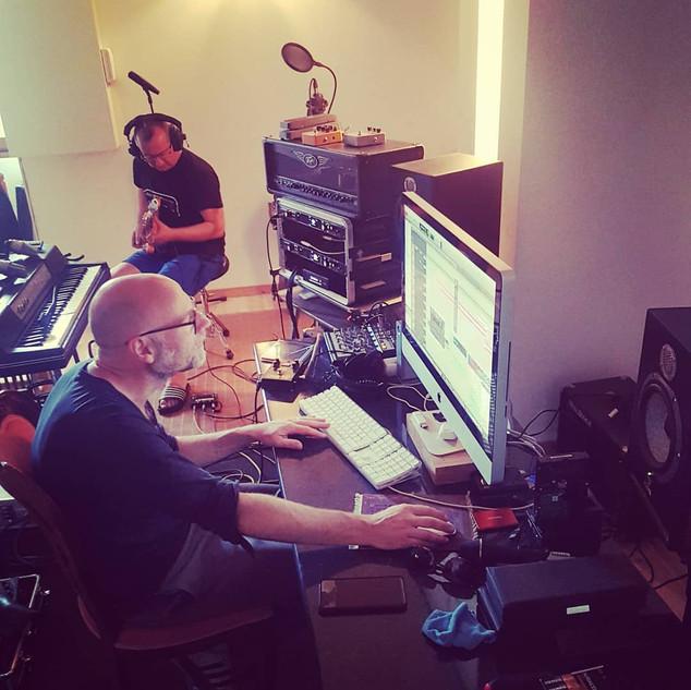 Studio: Philippe Balzé aux manettes, Yaume Lannoy à la guitare