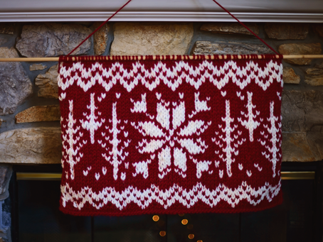 Knit Holiday Wall Decor Pattern + Tutorial