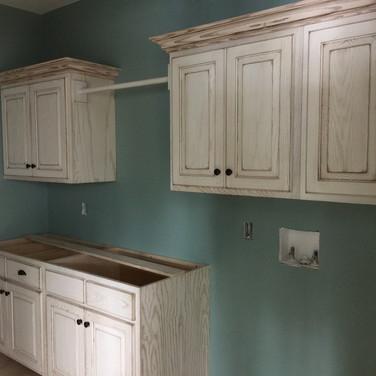 (47) White glazed laundry room