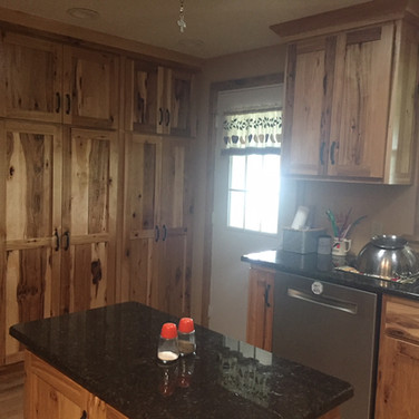 (10) Rustic Hickory Kitchen