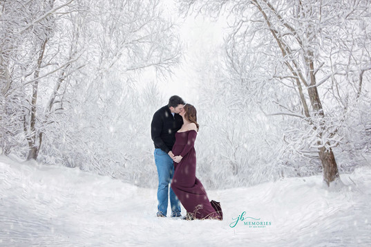 snow maternity session
