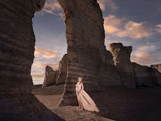 maternity session at Monument Rocks