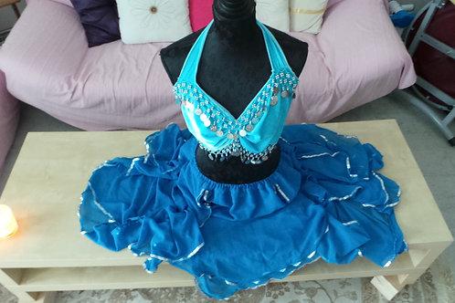 Costume, Jupe fleure ouverte en voile bleu ciel avec Top papillon perlé.