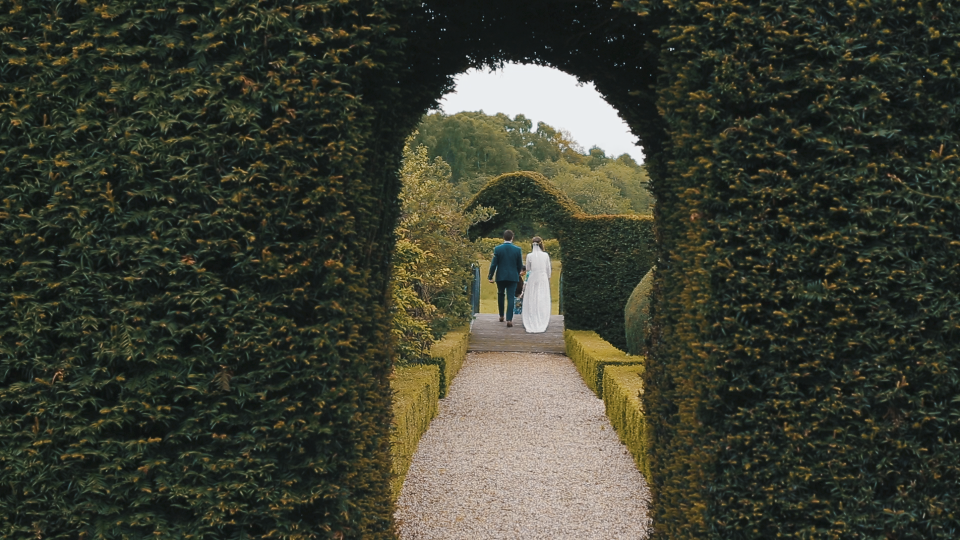 JONNY AND SIÂN - ENGLISH GARDEN WEDDING