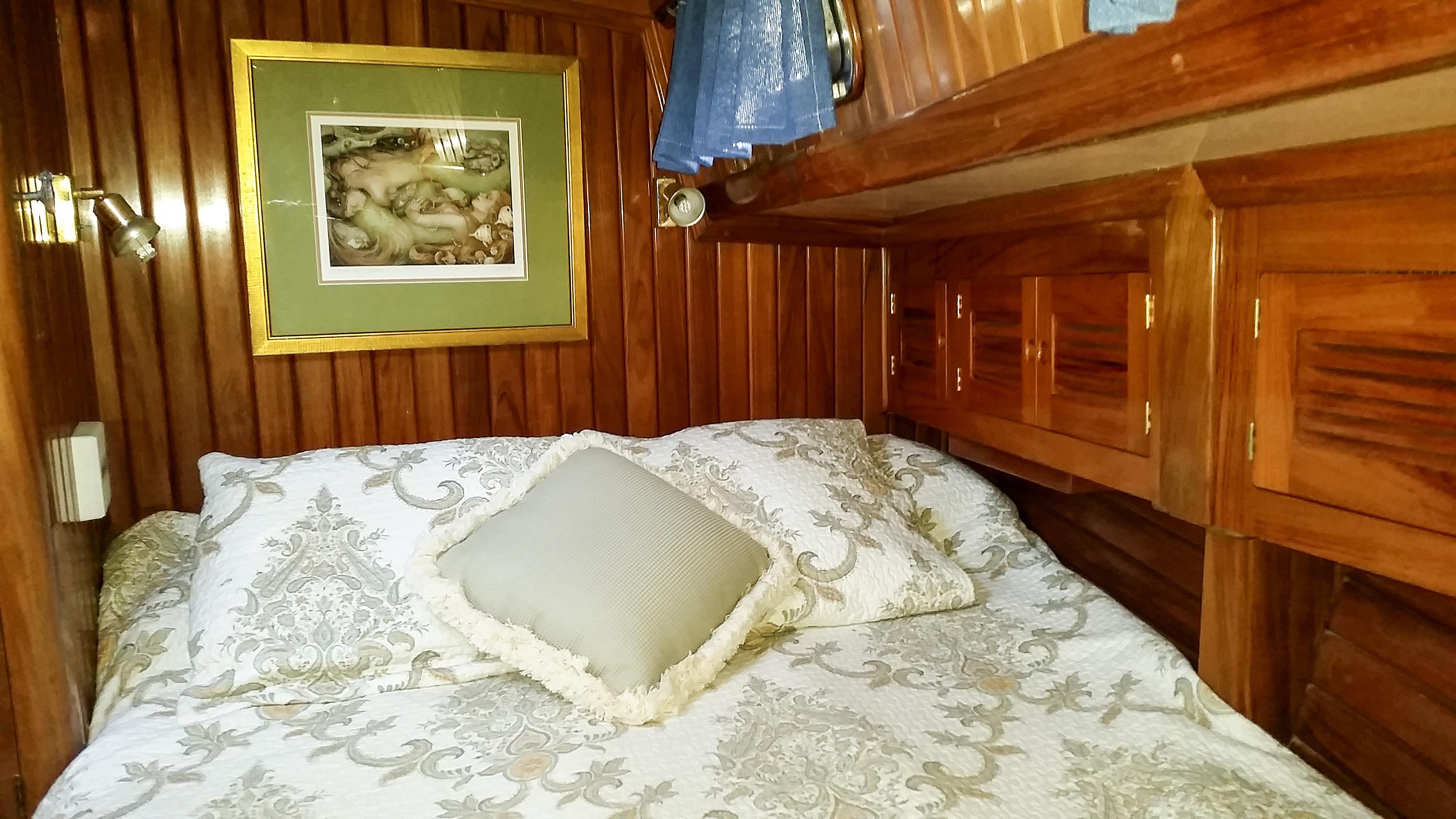 fwd cabin 4
