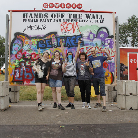 Hands Off The Wall Crew. Nadine Taschler, Monin the dog, Chinagirl Tile, Taina, Carmen Matter, Peter Taschler
