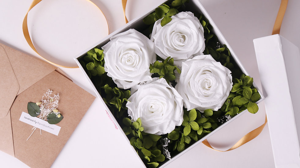 White Eternal Roses Gift Box