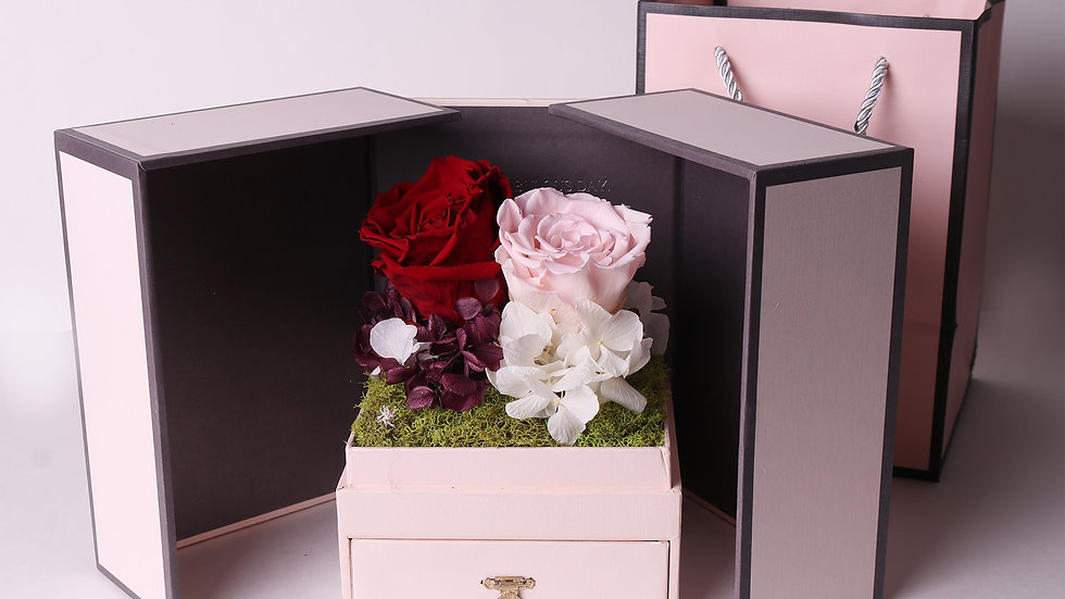 Love in the box ( pink ) jewelry box