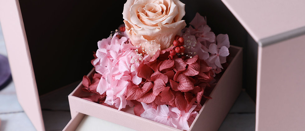 Love in the box ( peach ) jewelry box