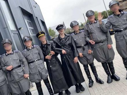 Ophef over jongeren op Urk in nazi uniformen groeit