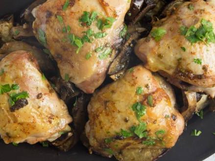 Koosjer recept  -  Geroosterde kip met aubergine en champignons