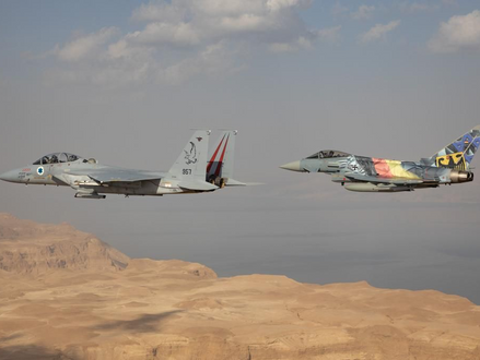 VIDEO'S Fly-over Israëlische en Duitse vliegtuigen over Israël en bezoek commandanten aan Yad Vashem
