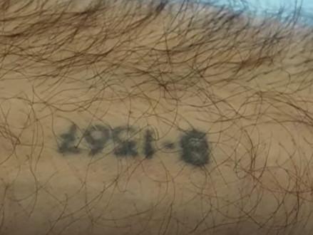 """""""Een kampnummer kon iedereen wel laten tatoeëren"""""""