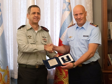 Medaille voor commandanten Israëlische en Duitse luchtmachten