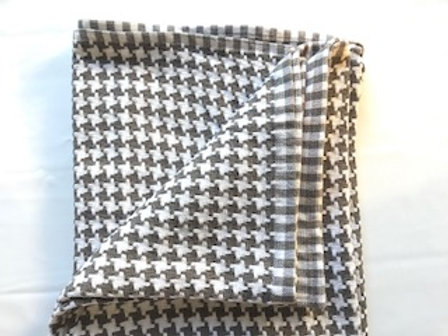 Ion & White Houndstooth Throw