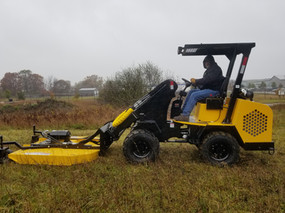 Hummerbee Loader with Mower 7