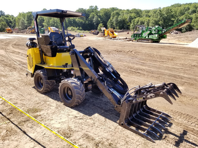 Hummerbee Articulated Compact Loader with Grapple