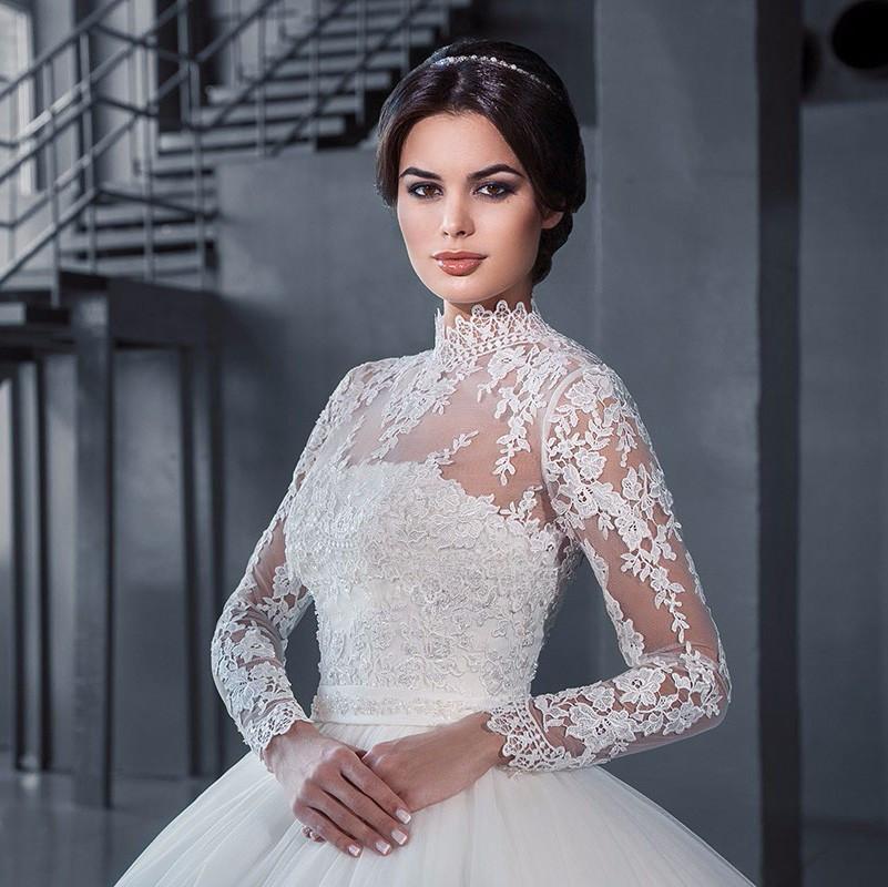 Decote alto vestido de noiva princesa manga longa