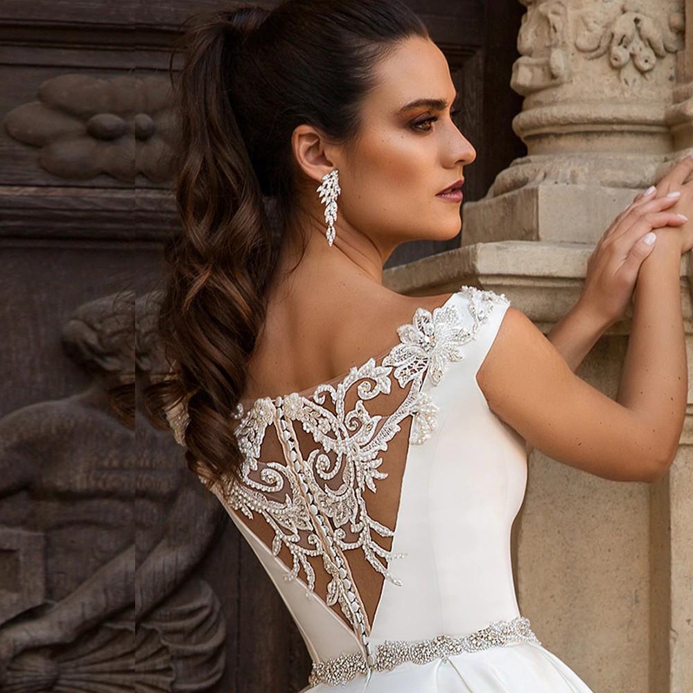 Vestido de noiva com brilho nas costas