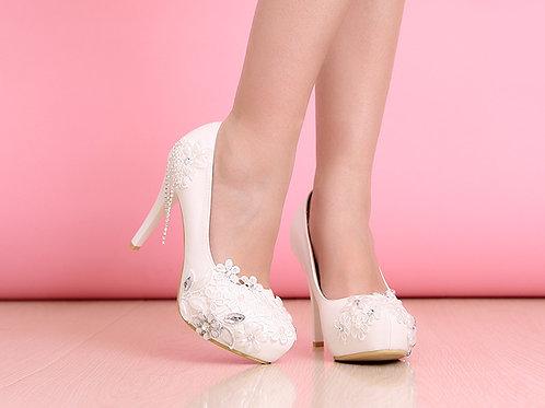 Sapato de Noiva Envolvida