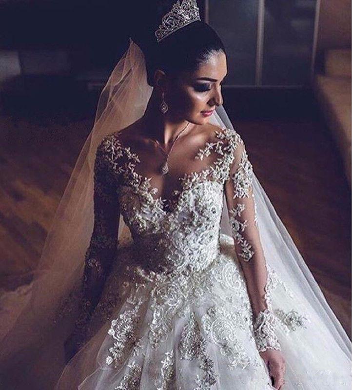 Decote  V vestido de noiva princesa renda