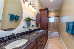 Hibiscus Guest bathroom
