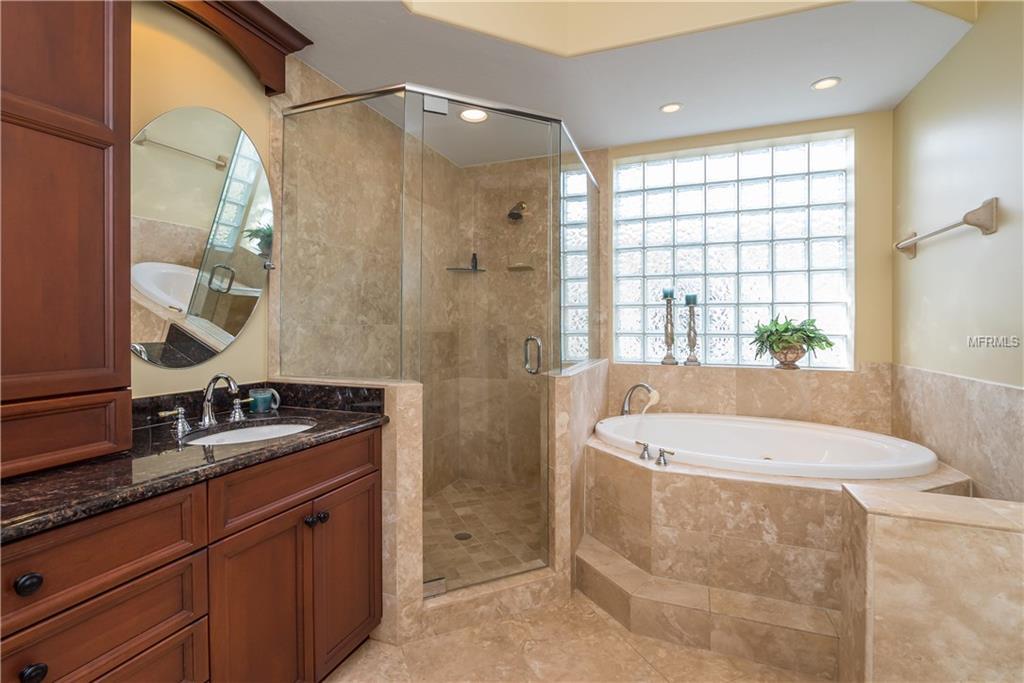 Hibiscus master bathroom
