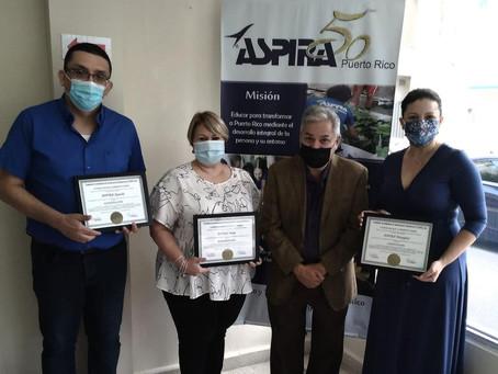 Principales de las Escuelas Alternativas  reciben Certificado de Acreditación de (CADIE)