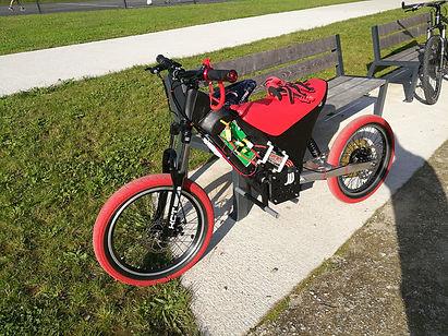 Ymade-moto-électrique-velec-v2.jpg