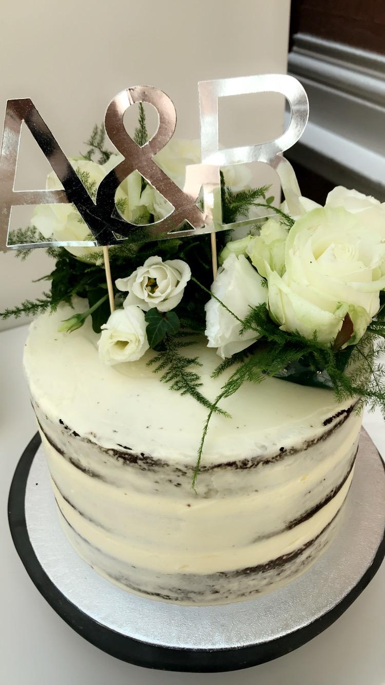 Semi-naked Fresh White Roses