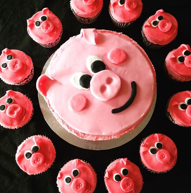 Special Order Pig Cake & Cupcakes